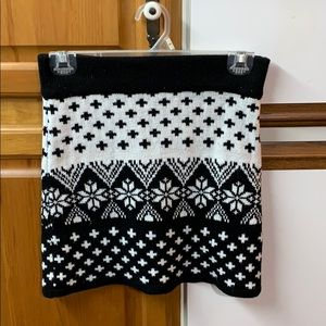 Cute black and white festive mini skirt size small
